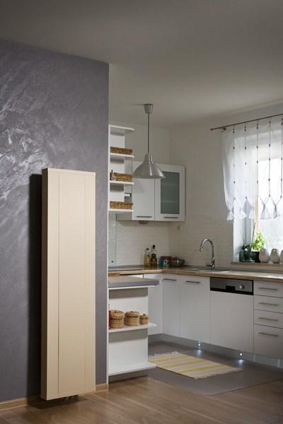 Grzejnik ścienny pionowy Decor w kuchni